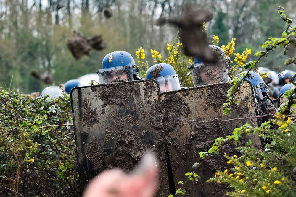 police-forces-covered-in-mud